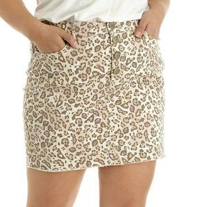 [Belk/Wonderly] Plus size leopard print skirt.